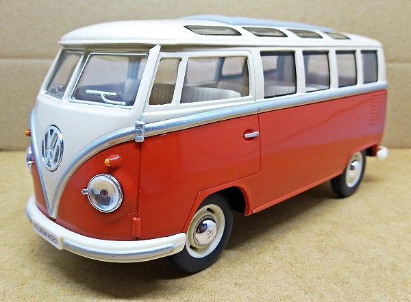 Volkswagen Kombi Vermelha 1962 - Escala 1/24 - 17 CM