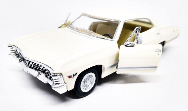 Chevrolet Impala 1967 Bege - Escala 1/43 -13 CM