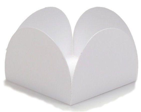 Forminha para Doces 4 Pétalas (4cm x 4cm x 3cm) Branca 50 unidades Assk Rizzo Embalagens