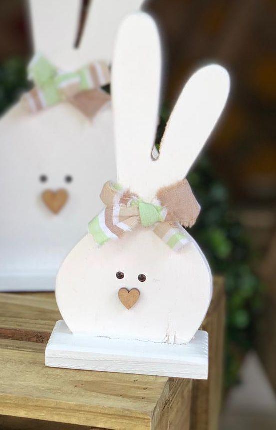 Coelhinho M Branco em Madeira com Laço - 1 Unidade - Rizzo Embalagens