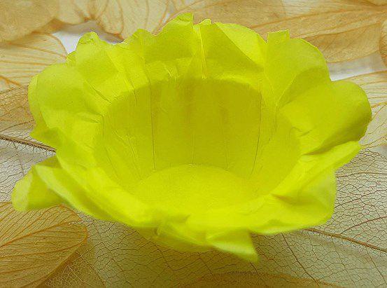 Forminha para Doces Floral em Seda Amarelo Claro - 40 unidades - Decorart - Rizzo Embalagens