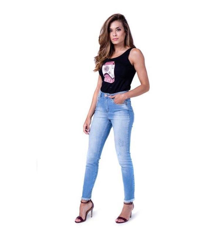 Calça Jeans Skinny com elastano barra desfiada