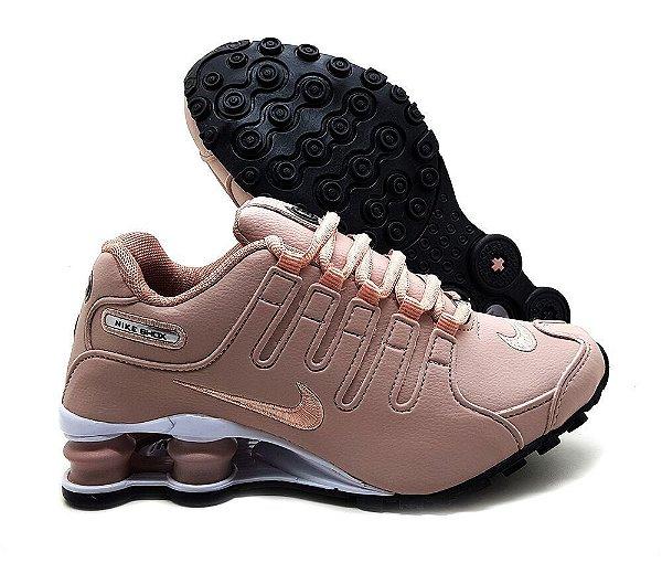 check out fc317 f6717 Tênis Nike Shox NZ – Feminino (Várias cores)