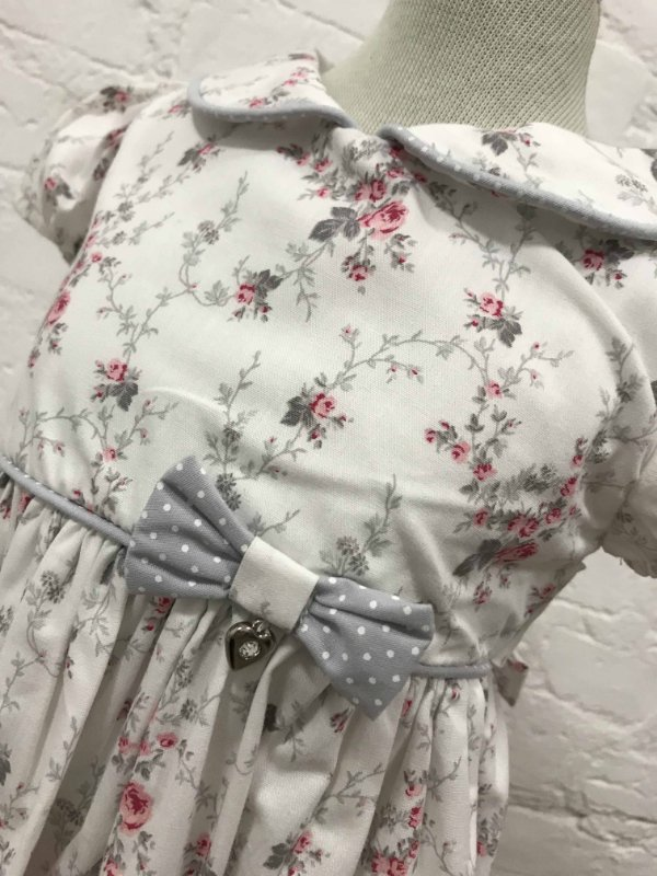 Vestido Branco Floral com Faixa para Cabelo