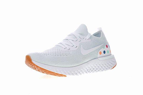 Tênis Nike Epic React Flyknit - Feminino - White Balls - Shoes Hub ... 5e9e5cb21c