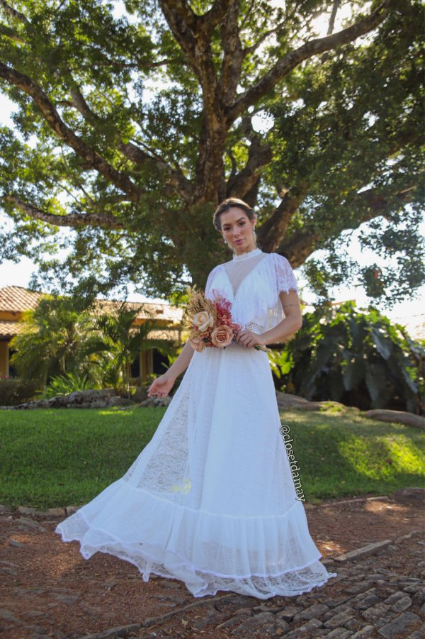 Vestido Valentina de noiva longo, em renda, com babados e manga