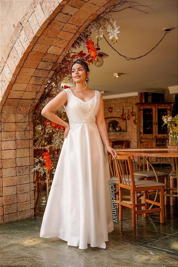 Vestido de noiva longo, em zibeline, com bordado e detalhe em tule