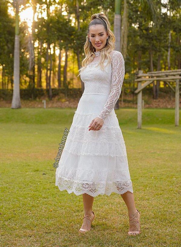 Vestido de noiva lady like, com mix de rendas, tule de poá e saia em camadas