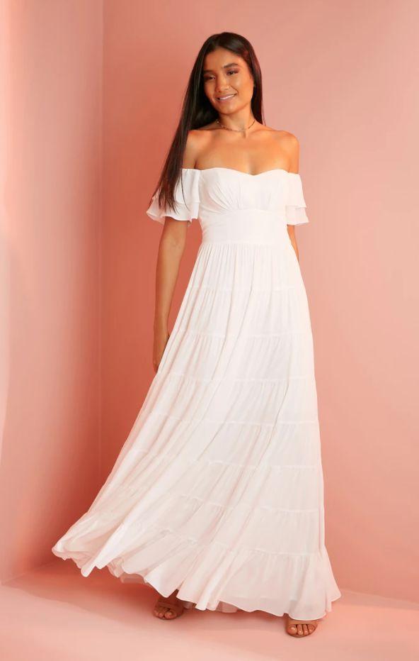 Vestido de noiva longo, com saia em camadas e manga de babados