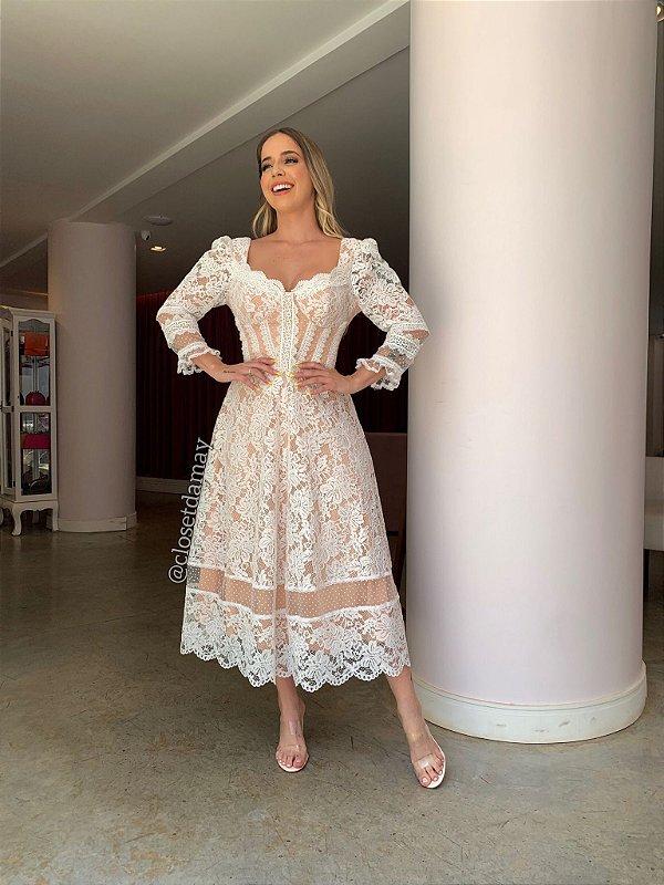 Vestido de noiva midi, com forro nude, renda e tule de poá