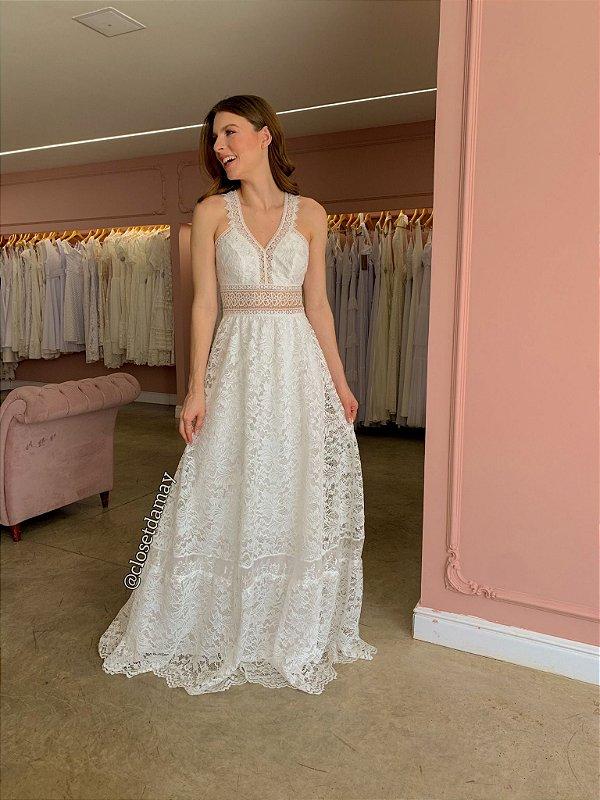 Vestido de noiva longo, em renda, com detalhes em guipir