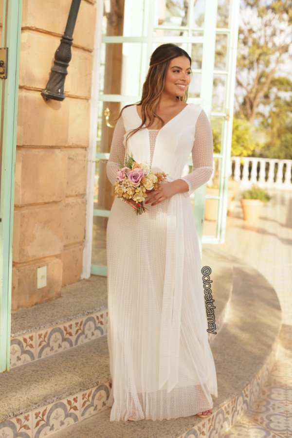 Vestido longo em tule de poá e saia plissada para casamento civil e casamento religioso