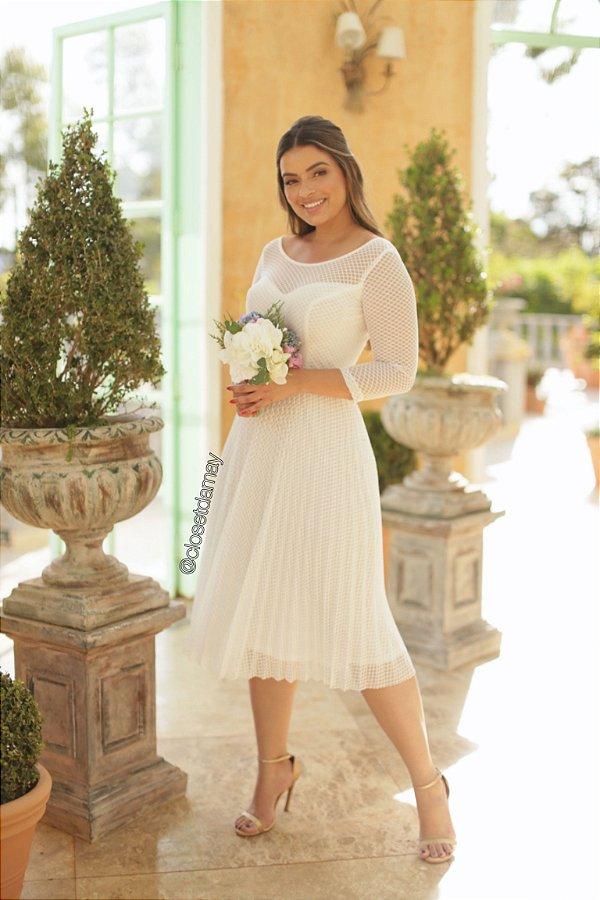 Vestido midi em tule, saia plissada, para casamento civil e casamento religioso