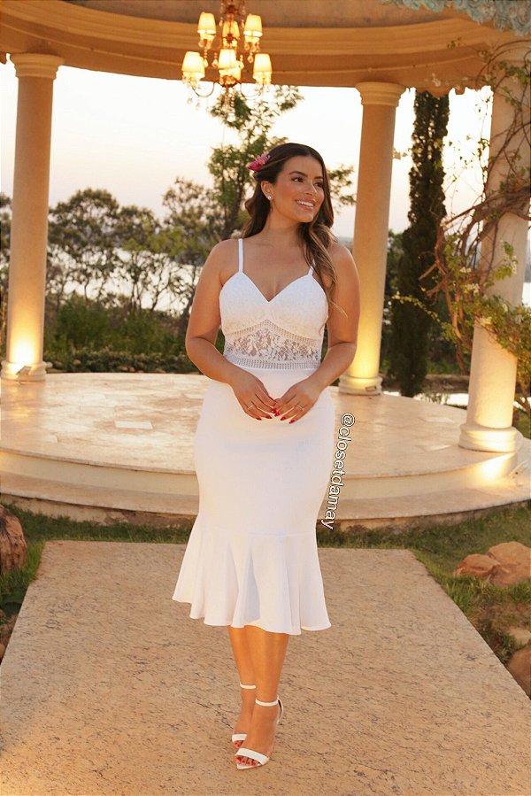 Vestido de noiva Lady Like, com alças, com detalhe em renda no busto. Para casamento religioso, civil, e batizados.