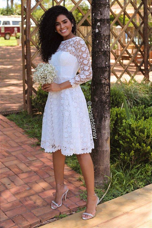 Vestido de noiva midi, em renda gripir, mangas 3/4, com bojo. Para casamentos civil, e batizados.