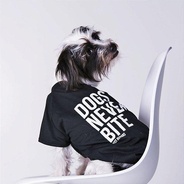 Camiseta Dogs Never Bite