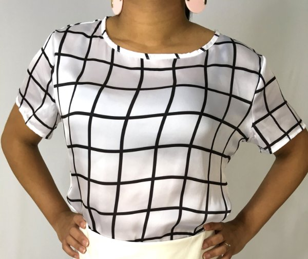 Blusa branca xadrez grid