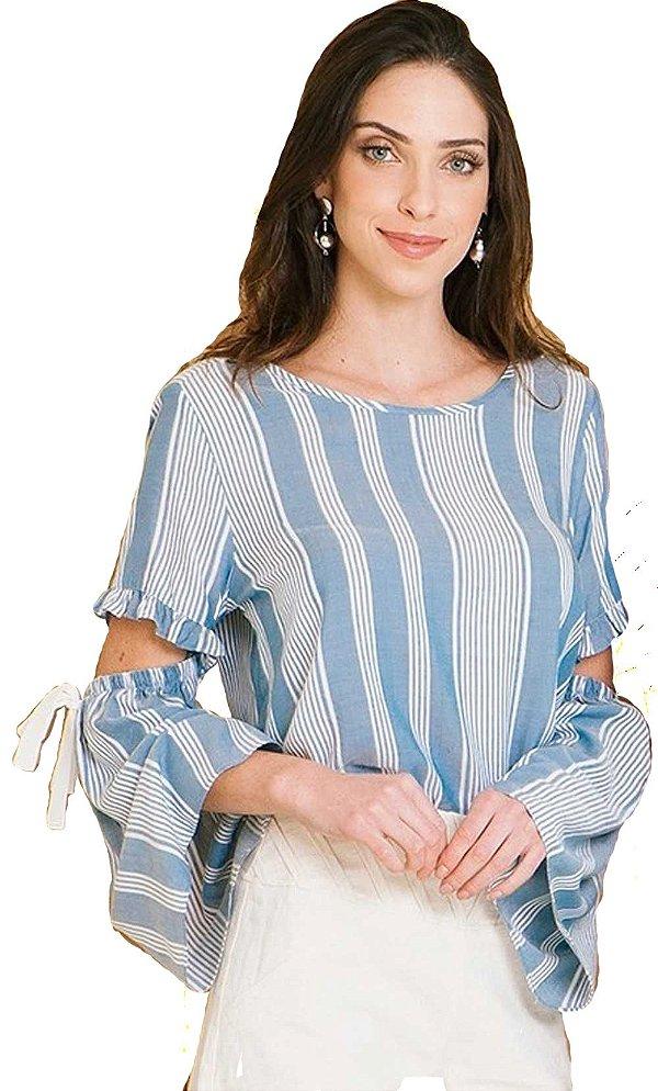 Blusa listrada com abertura nas mangas e amarração