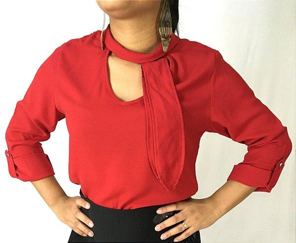 Blusa vermelha com gola de laço