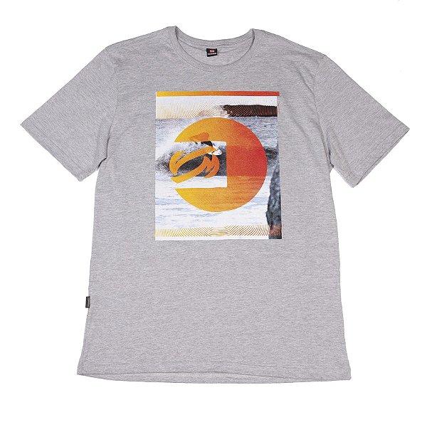 Camiseta Manga Curta Cinza Claro Com Estampa Na Frente