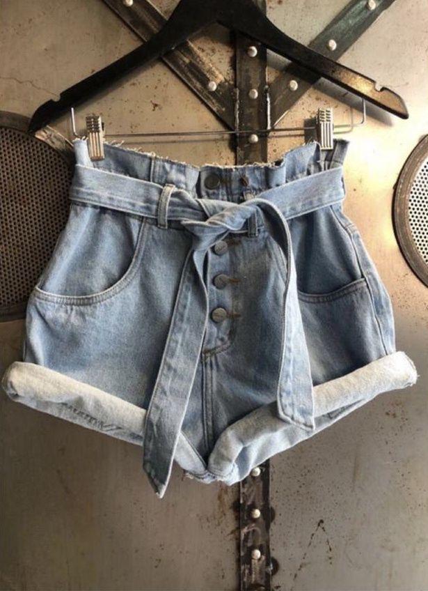 Short jeans clochard com botões