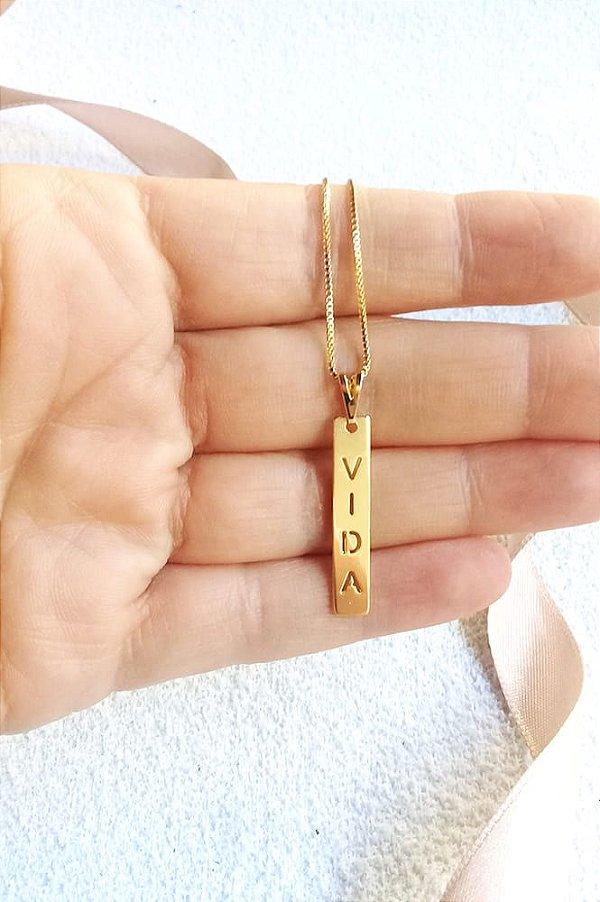 Colar plaquinha Vida vazado Lourdes banhado a ouro 18k