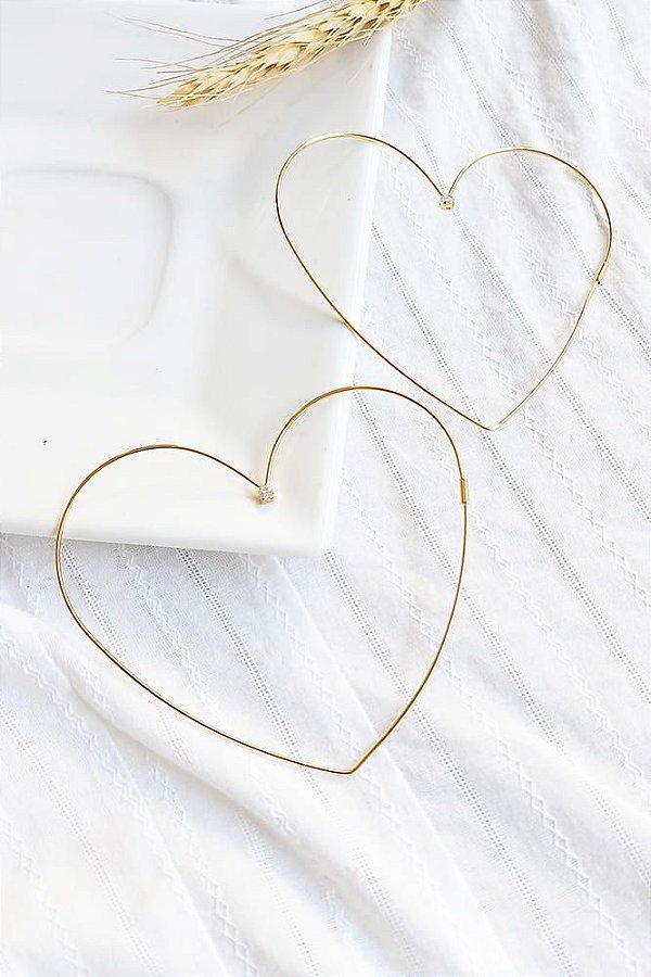 Brinco argola de coração com pontinho de luz folheada em ouro 18k
