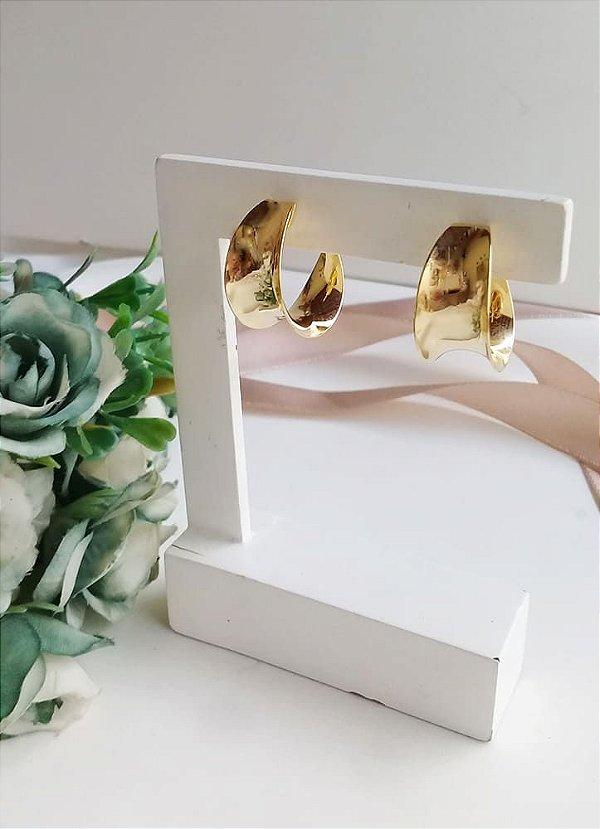 Brinco argola design aberto para fora banhada a ouro 18k