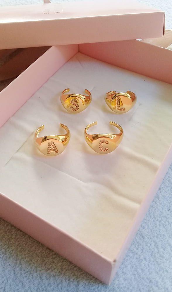 Anel Dedinho com letra inicial banhado a ouro 18k