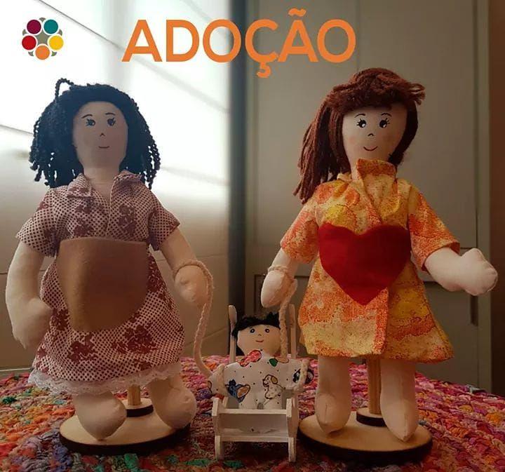 Mãe Biológica e Mãe Adotiva (com suporte) (bonecos sexuados)