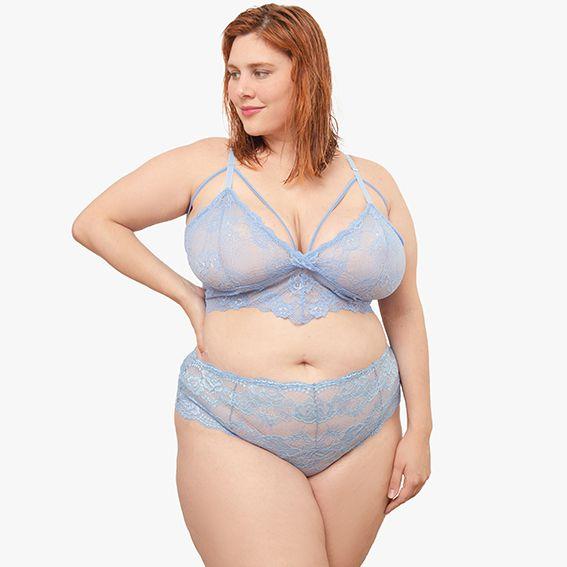 Calcinha plus size em renda azul com cintura alta