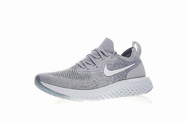 8ee685fb37fdd Tênis Nike Epic React Flyknit - Masculino - Cinza e Branco - Os ...