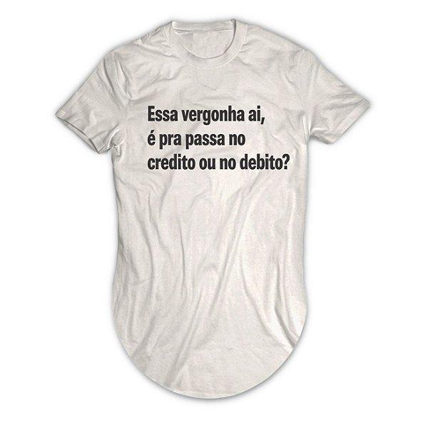 Camiseta Longline Essa Vergonha ai, é Pra Passa no Credito ou no Debito?