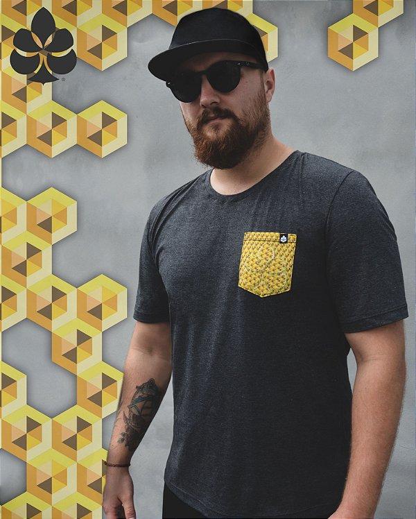 Camiseta com Bolso Colméia - Pinha Originals