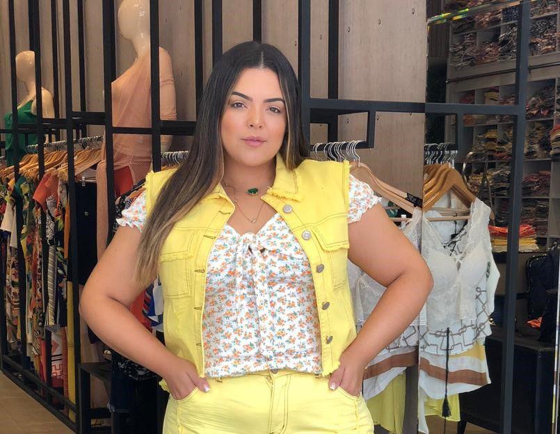 Colete Jeans Plus Size Destroyed Amarelo