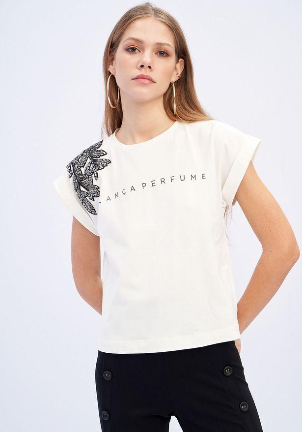 T-shirt Descolada Com Aplicação  Lança Perfume