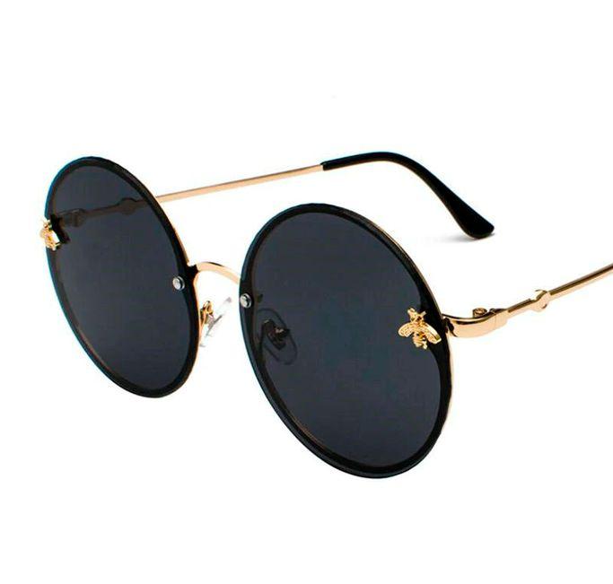 Óculos de sol arredondado. Feminino. Coleção Bee - by Carol Schutz