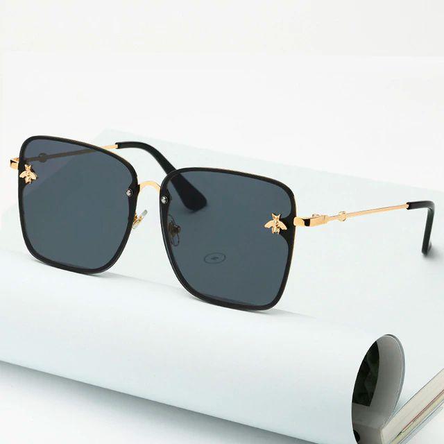 Óculos de sol quadrado. Unissex. Coleção Bee – by Carol Schutz