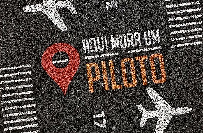"""Tapete """"Aqui mora um piloto"""""""