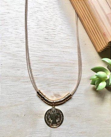 Colar Fio de Buriti Medalha São Bento Dourado