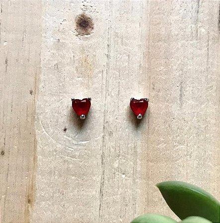 Brinco Mini Coração Rubi Ródio Branco
