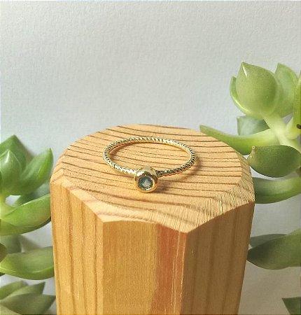 Anel Solitário Azul Claro Dourado