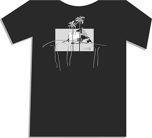 Camiseta Convento da Penha, nas cores preta e branca (disponíveis no tamanho M)