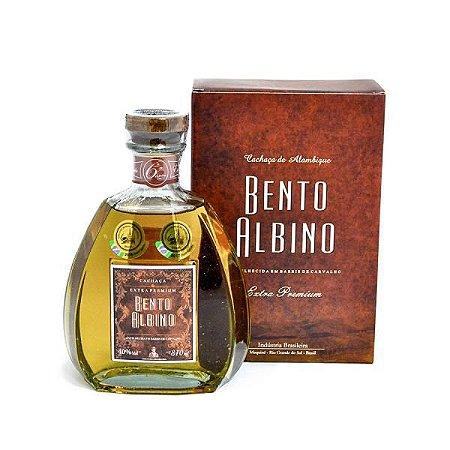 Cachaça Bento Albino Extra Premium 810ml