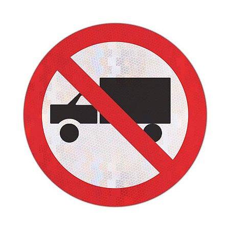 Placa Proibido trânsito de caminhões R-9