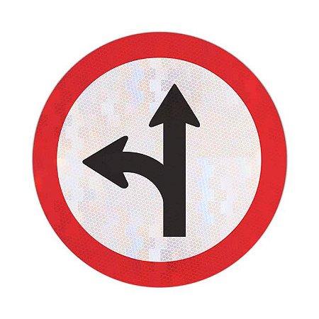 Placa siga em frente ou à esquerda R-25c