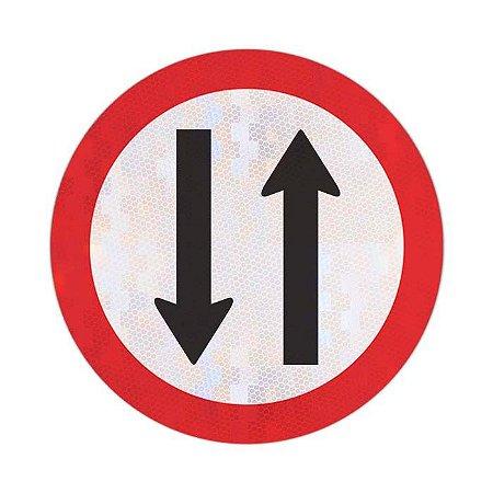 Placa duplo sentido de circulação R-28