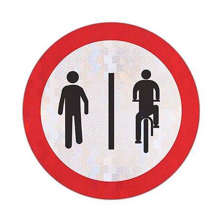 Placa Pedestres à esquerda, ciclistas à direita R-36b