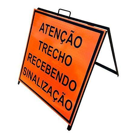 Cavalete de sinalização atenção trecho recebendo sinalização