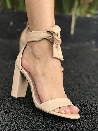 Sapato salto Alto com detalhes